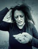 Deprimierendes Mädchen mit Pillen Lizenzfreie Stockfotos