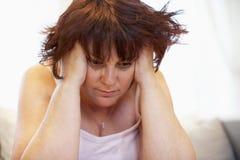 Deprimierte überladene Frau Stockbilder