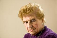 Deprimierte alte Frau. Lizenzfreie Stockfotografie