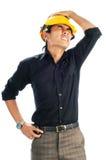 Deprimierte Arbeitskräfte, die Sicherheitssturzhelme tragen Lizenzfreies Stockbild