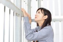 Deprimierte asiatische Frau Lizenzfreie Stockfotos