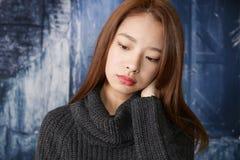 Deprimierte asiatische Frau Lizenzfreies Stockfoto