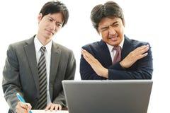 Deprimierte asiatische Geschäftsmänner Lizenzfreie Stockfotografie
