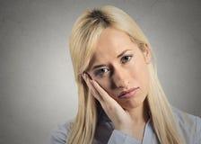 Deprimierte düstere Frau Stockfoto