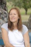Deprimierte einsame reife Frau des Porträts Lizenzfreie Stockfotos