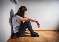 Deprimierte Frau der Krise Lizenzfreie Stockfotografie