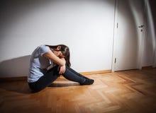 Deprimierte Frau der Krise Lizenzfreies Stockbild