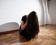 Deprimierte Frau der Krise Stockbilder