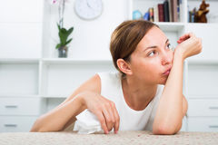 Deprimierte Frau des Porträts Stockbild