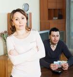 Deprimierte Frau gegen Ehemann Lizenzfreies Stockfoto