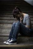 Deprimierte Frau herein unterirdisch Stockfotografie