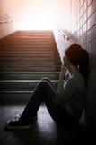 Deprimierte Frau herein unterirdisch Lizenzfreies Stockbild