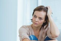 Deprimierte Frau zu Hause Lizenzfreies Stockfoto