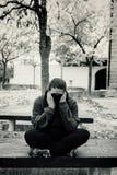 Deprimierte Frauenbank Stockfoto