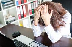 Deprimierte Geschäftsfrau Lizenzfreie Stockbilder