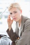 Deprimierte Geschäftsfrau Lizenzfreie Stockfotos
