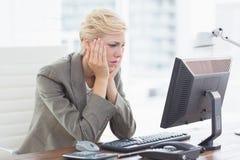 Deprimierte Geschäftsfrau Stockfotos
