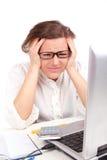 Deprimierte Geschäftsfrau im Büro Stockfotos