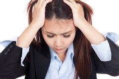 Deprimierte junge asiatische Geschäftsfrau Stockfotos