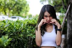 Deprimierte junge Frau, fühlen sich traurig Stockfotos