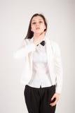 Deprimierte junge Geschäftsfrau mit den Halsschmerzen Lizenzfreie Stockbilder