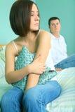 Deprimierte junge kaukasische Frau und Mann Lizenzfreies Stockbild