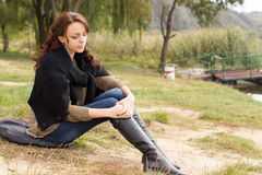 Deprimierte modische junge Frau Stockfoto