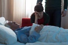 Deprimierte Tochter im Krankenhaus Lizenzfreie Stockfotografie