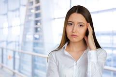 Deprimierte und traurige Geschäftsfrau Lizenzfreies Stockbild