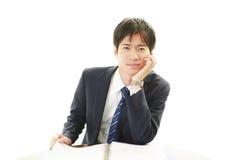 Deprimierter asiatischer Geschäftsmann Lizenzfreies Stockfoto