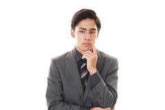 Deprimierter asiatischer Geschäftsmann Lizenzfreie Stockfotos