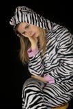 Deprimierter Ausdruck auf Katzenpyjamas des Gesichtes einer Frau tragenden Lizenzfreie Stockfotografie