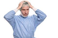 Deprimierter Chirurg scheuert herein sich Lizenzfreie Stockfotos