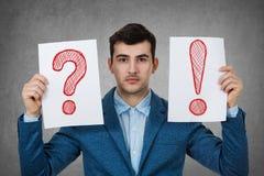 Deprimierter denkender junger Geschäftsmann Lizenzfreies Stockfoto