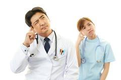Deprimierter Doktor und Krankenschwester Stockfotos