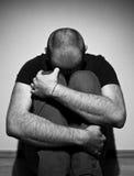 Deprimierter erwachsener Mann Lizenzfreies Stockbild