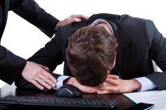 Deprimierter Geschäftsmann bei der Arbeit Stockbilder