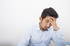 Deprimierter Geschäftsmann im Büro Stockfoto