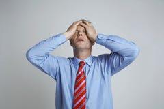 Deprimierter Geschäftsmann Isolated Over Grey Stockbilder