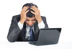 Deprimierter indischer junger Geschäftsmann Lizenzfreies Stockbild