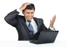 Deprimierter indischer junger Geschäftsmann Stockbilder