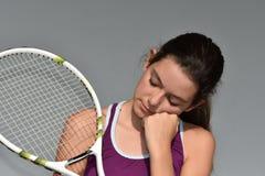 Deprimierter jugendlich weiblicher Tennis-Spieler Stockfotos