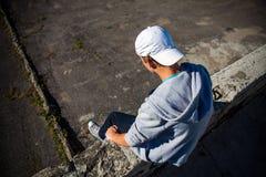 Deprimierter Jugendlicher im Freien Stockfotografie