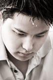 Deprimierter junger asiatischer Mann Lizenzfreie Stockfotos