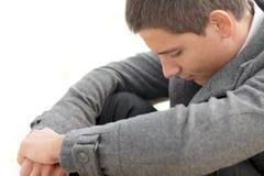 Deprimierter junger Geschäftsmann Stockfotografie