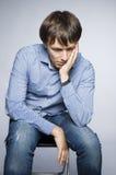 Deprimierter junger Mann Stockfotografie