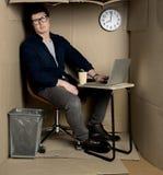 Deprimierter Manager ist Bedarfsrest von der Arbeit Stockfotografie