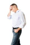 Deprimierter Mann, der seinen Kopf berührt Lizenzfreies Stockbild