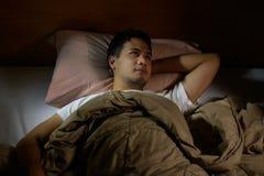 Deprimierter Mann, der unter Schlaflosigkeit leidet Stockfoto