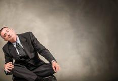 Deprimierter Mann, der versucht zu schlafen Lizenzfreies Stockbild